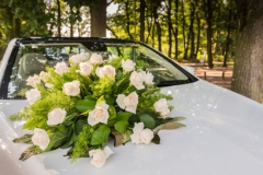 Bouquet of roses on the bride car