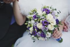 The bride hugs the bouquet of flowers in her hands 5666.
